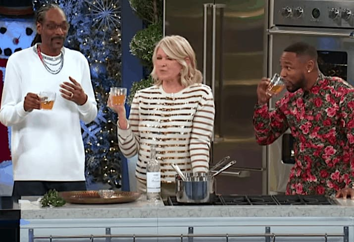 Martha Stewart and Snoop Dogg on their cooking show
