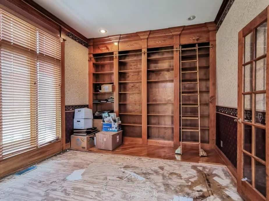 Library in house for sale at Leawood, Kansas