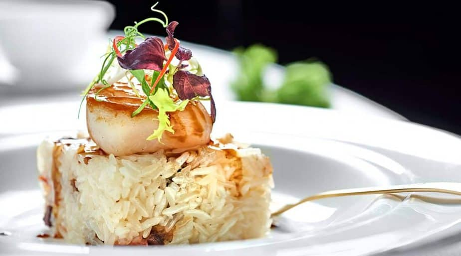 Pan-Fried-Scallop,-Fried-Rice-with-Preserved-Chinese-Sausages