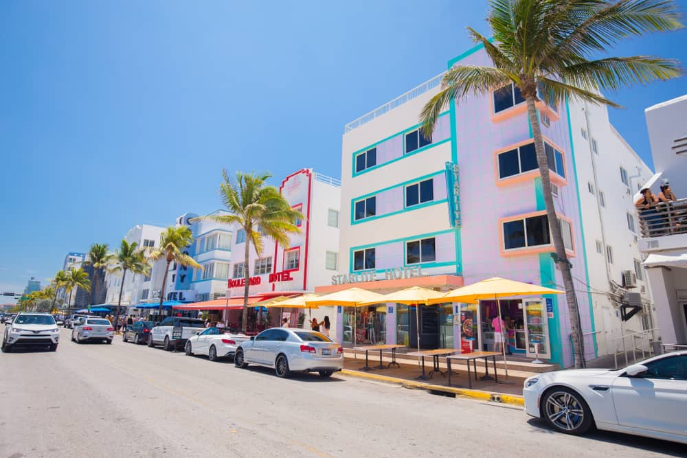 Architectural Monuments of Art Deco. Hotels and restaurants in Miami