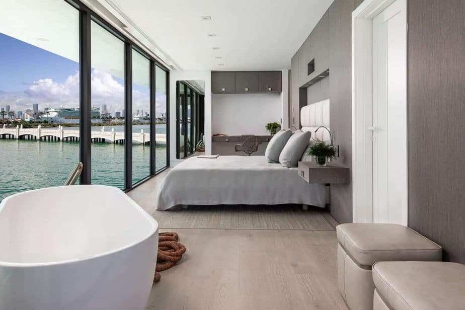 Bedroom in luxury houseboat in Miami