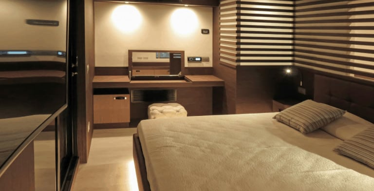 Bedroom of Overblue houseboat