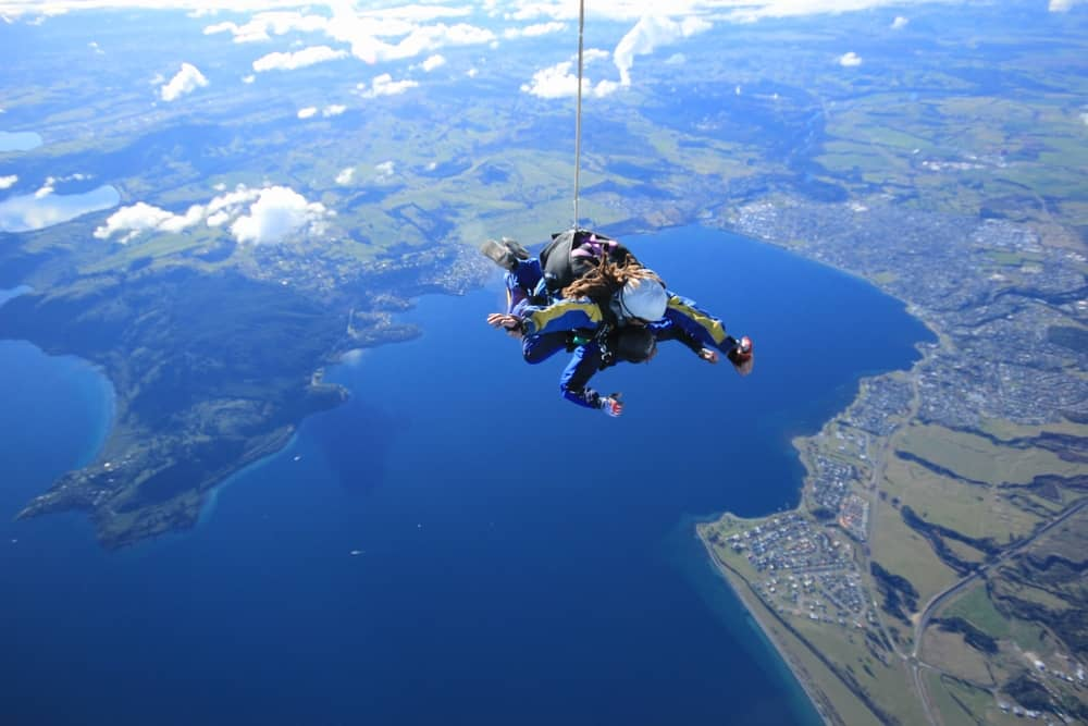 Sky diving, LAKE TAUPO, NEW ZEALAND