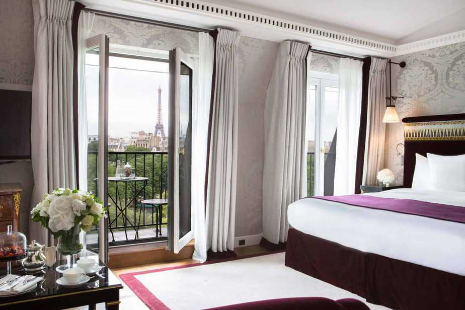 La-Reserve-Paris-Suite-with Eiffel Tower view