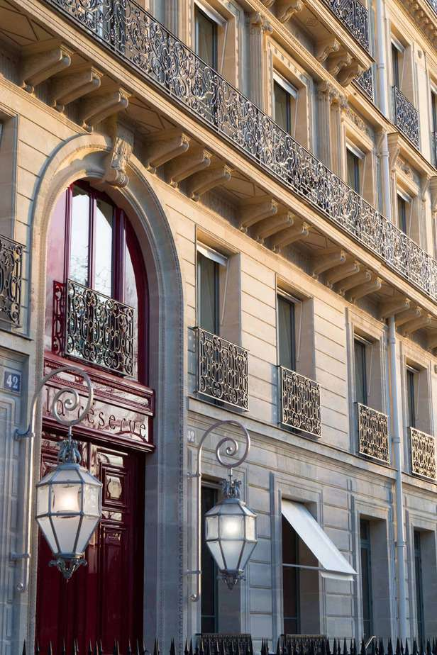 La-Reserve-luxury Paris-Hotel-exterior