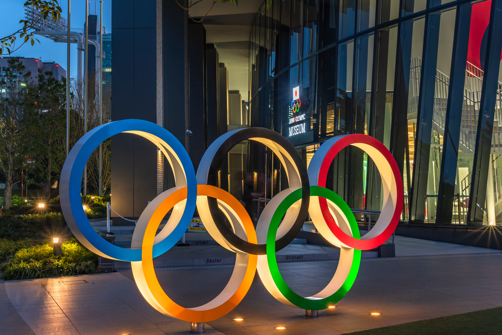Night view of the Olympic Rings monument at the entrance of the Japan Olympic Museum