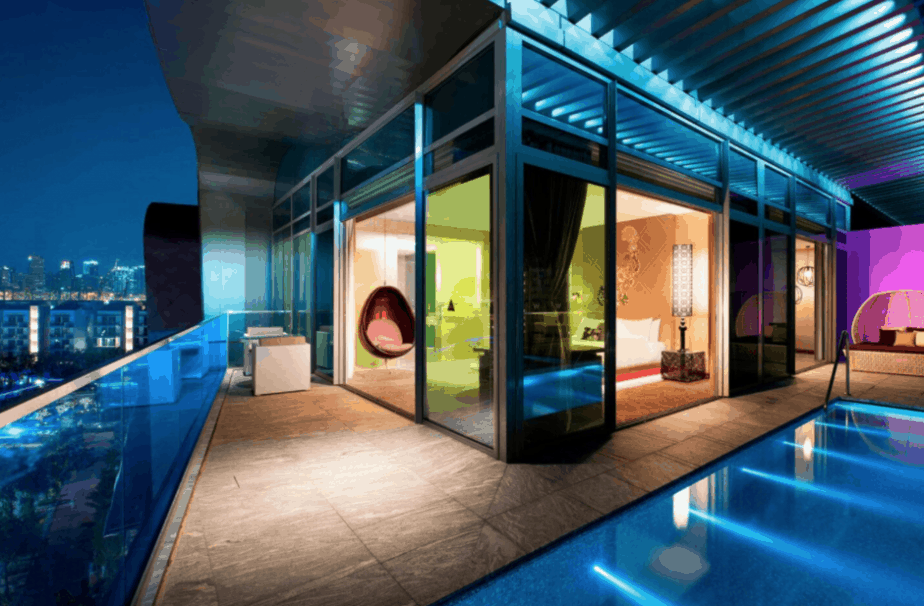 Luxury hotels in Singapore with a private pool