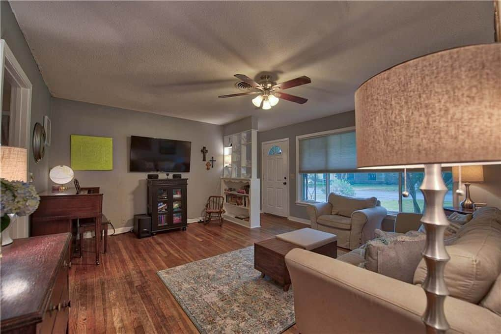 licing room at home for sale, Crestview, Austin, TX