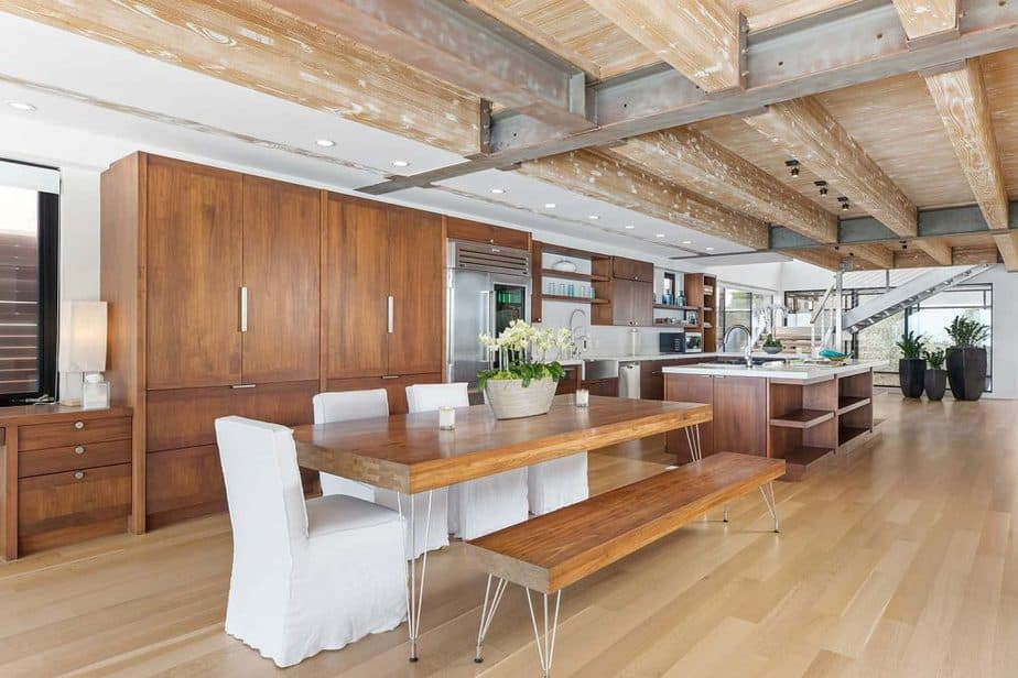 Huge kitchen at Matthew Perry