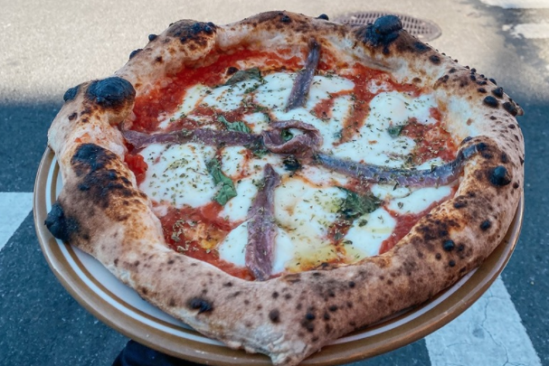 pizza from Song' E Napule a top new york pizza place
